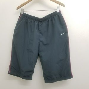 NIKE WOMEN SHORT GRAY/PINK COLOR SZ.LARGE